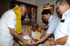 Chief Minister B S Yaddyurappa met Tamil Nadu Chief Minister M Karunanidhi @ Bangalore.Home Minister V S Acharya,Union Minister for Textiles Dayanidhi Maran seen in pic