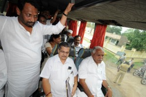 Chief Minister B S Yaddyurappa travelled in Bus to Cabinet Meeting.Dist Minister Laxman Savadi,Home Minister V S Acharya,Tourism Minister Janardhana Reddy,RDPR Minister Shobha Karandlaje seen in pic