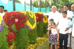 chief minister B S Yeddiyurappa enjoying flower show with Grand children