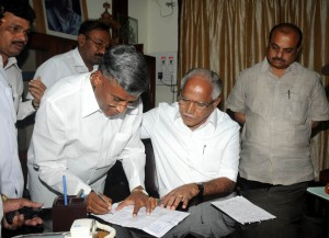 Somanna  signing resignation letter before the  chief minister