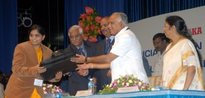Chief minister B S Yeddyurappa Distributed the laptops to the judicial officers 0n the occasion of  state level judicial officers review meet on 08.08.2009 in  Bangalore.Sri P D Dinakaran,chief justice of high court karnataka,SriGopla Gowda justice and Smt Manjula Chellur ,justice were present.