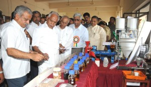 Chief minister  B S Yeddyurappa visiting exhibition @ inauguration of Hasiru Honnu Prog arraged by Davanagere Dist Administration & Javika Indhana Karyapade @ Davanagere.