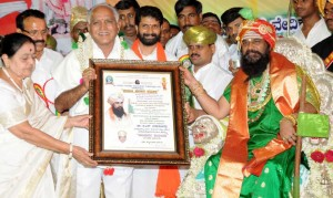 Srimadh Rambaapuri Veerasomeshvaraa Jagad Guru felicitated to chief minister at chikkamagaloore on 19.09.2009