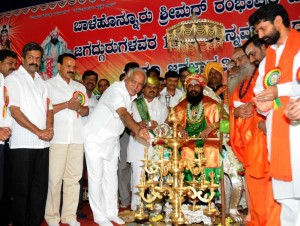 Chief minister Sri B S Yeddyurappa inaugurated the Baalehonnuru Srimad Rambapuri Veerasomeshwara,s 18th Sharannavarathri Dasara Darbar at chikkamangaloore on 19.09.2009. Sri C T Ravi,mla  and Sri Sadananda Gowda mp were present.