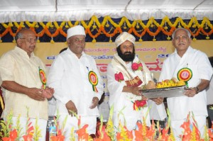 Chief minister B S Yeddyurappa felicitated to Sri Shankar Guruji  at chamundi hills mysore on 19.09.2009