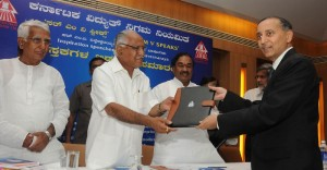 Chief Minister B S Yeddyurappa  Handing over agreement Documents Syndicate Bank CMD  Basanth Seth,@ Financial Closer of BTPS @nd Unit by Karnataka Power Corporation,.PWD Minister CM Udasi,Energy Minister K S Eshvarappa,KPC MD S M Jamdhar seen in pic