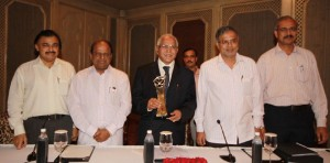 Karnataka Chief Minister Mr B.S. Yeddyurappa showing the award, which was presented to him by 'India Today', at New Delhi on 14th Sept 2009. (L to R) Additional Spl Representative of Karnataka at New Delhi Mr. Bykere Nagesh, Spl Representative of Karnataka at New Delhi Mr. V. Dhananjay Kumar, Karnataka's Law and Parliamentary affairs Minister Mr. S. Suresh Kumar and Economic adviser to C.M Mr Raju were also present