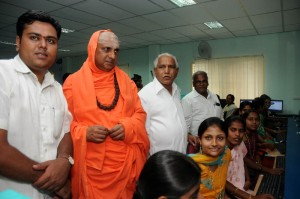 Chief Minister B S Yeddyurappa inagurated Glowbiz  Rural B P O Centre @ Gundlupete.Shivarathri Deshikendra Swamiji of Sutturu Mutt &Director of Gloebiz  Prathap G seen in pic