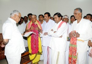 The Priests and employees of muzurai Dept,welfare Trust Mandya Dist,met chief minister B S Yeddyurappa in Bangalore on 14.09.2009