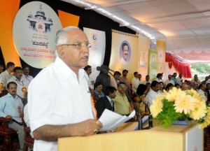 Chief minister B S  Yeddyurappa addressing  after  inaugurating  the new educational program for students in Bangalore on 08.09.2009.