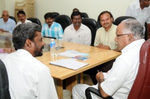 The Delegates of karnataka Guttige pourakarmika  okkuta met Chief minister B S Yeddiyurappa in Bangalore on 22.09.2009