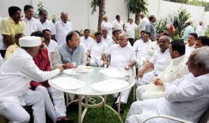 Chief Minister B S Yeddyurappa discussed with Arun Jetley.Ministers Katta Subramanya Naidu,R Ashok,Laxman Savadi,Umesh Katti,CM Udasi MP DB Chandregowda,Narendra Swamy seen in pic
