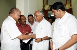 Sri T K Kariyappa,charted Engineer and president of Friends club ,Magadi road, Vijayanagar presented cheque of Rs one lakh to Chief Minister's relief fund in Bangalore on 06.10.2009.Sri G Shivarudraiah and Sri Karunakar Reddy,Revenue Minister were present.