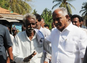 CM discussing with a Farmer in Eesoor