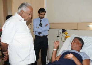Chief minister Sri B S Yeddyurappa. visited to manipal Hospital on 09.10.2009. enquired the health of Sri V Somanna ,ex minister ,and wished him speedy recovery.