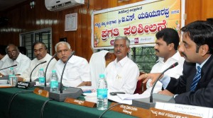 Chief minister Sri B S Yeddyurappa discussing with zilla panchayath members and officials on preparation meeting on 32nd National sub junior volleyball championship  2009 to be held in shivamogga.Sri K S Eashwarappa.minister for energy,Sri B Y Raghavendra,Dist,mp and Sri Pankaj Kumar Pandey,,Dc were present.