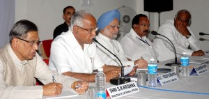 prime minister dr manamohan singh chaired the review meeting regarding flood effected areas relief works at raichur today(10-10-2009).chief minister of karnataka sri b.s. yeddyurappa, central ministers sri s.m.krishna, sri mallikarjun kharge, sri veerappa moyeeli  were also seen in pic