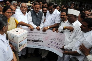 Syndicate Bank  presented 3 crore cheque to Calamity fund