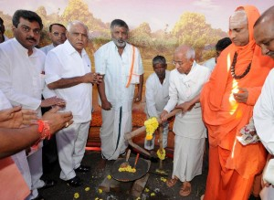 Shivaratri Deshikendra Swamiji of Suttur Mutt & Siddeshvara Swamiji performed bhumi puje for Rehabilated Kotyal village in Bijapura Dist.Chief Minister B S Yeddyurappa,MLA M B Patil & Appu Pattana Shetty seen in pic