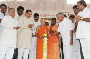 Chief Minister B S Yeddyurappa laid foundation for Shifting of Nandihally,Kakkaragola,Shaliganuru,Karadola & Kuntgavatioji  villages in Gangavati Tq Koppala Dist.Revenue Minister Karunakara Reddy,Dist Minister Govind Karjola,Agriculture Marketing Minister Shivaraj Tangadagi,MP Anantha Kumar,Shivarame Gowda Vishv eshvara Theertha Swamiji of Pejavara Mutt seen in pic
