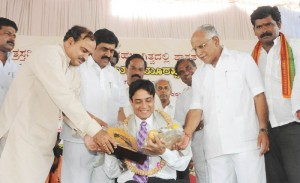 Chief Minister B S Yeddyurappa  felicitated donor from Jindal Vijayanagara Steel Senior Vice President Vikasa Sharma @ laying  foundation for Shifting of Nandihally,Kakkaragola,Shaliganuru,Karadola & Kuntgavatioji  villages in Gangavati Tq Koppala Dist.Revenue Minister Karunakara Reddy,Dist Minister Govind Karjola,Agriculture Marketing Minister Shivaraj Tangadagi,MP Anantha Kumar,Shivarame Gowda Vishv eshvara Theertha Swamiji of Pejavara Mutt seen in pic
