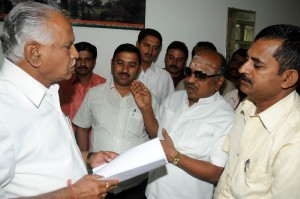 Chief Minister B S Yeddyurappa discussed with lorry owners Association President Shanmugam