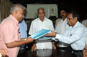 MOU Signed Between Seva Barathi Bangalore and Govt, for construction of Hoses at Flood affected areas