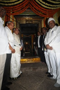 Chief minister Sri B S Yeddyurappa offered pooja at Sri Vaidyanatheshwara  Temple at Talakaadu on 16.11.2009 on The occation of panchalinga Darshana.