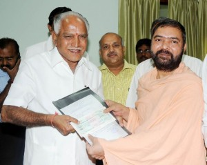 Sri Veerabhadra Channamalla Swamiji  presented Cheque for Rs 25 Lakhs to Chief Minister B S Yeddyurappa  for CM calamity relief Fund