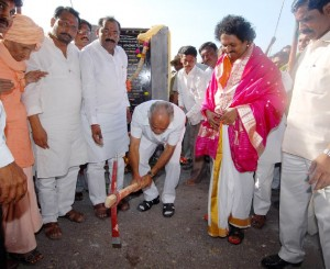 CM B.S.Yeddyurappa performed bhoomi pooja for construction of houses and Nava Grama at kudi-kobal village of jewargi taluka today(20-11-2009). abbetumakur vishwaradhya matt's ratnashri gangadhara swamiji, cooperative minister sri laxman s savadi, jewargi mla sri doddappagouda patil naribol and others were participated