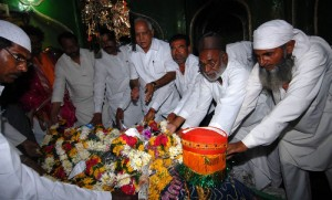 CM B.S.Yeddyurappa performed pooja to phakruddin baba durga of  kudi-kobal village of jewargi taluka today(20-11-2009).  cooperative minister sri laxman s savadi, animal husbandary minister sri revunayak belamagi, jewargi mla sri doddappagouda patil naribol and others were participated