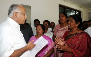 Chief minister B S Yeddyurappa Hearing The grievance of Fisher womens , of Karavali 0n 01.12.2009 in Bangalore