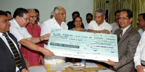 Lawrence Fernadis former Corporate handing over Rs 50 Lakhs Cheque to Chief Minister B S Yeddyurappa for poor patients in Nephrology & Urology Institute,Medical Education Minister Ramachandra Gowda, Nephrology Institute Director Dr G K Venkatesh seen in pic