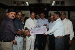 cheque presentation by BSNL workers