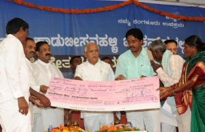 Chief  minister B S Yeddyurappa distributed cheques to constructing Houses at K R Puram Assembly constituency on 05.12.2009