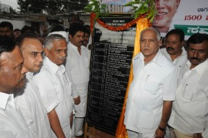 Chief minister B S Yeddyurappa laid foundation  for construction of 1500 houses to the slum peoples under in nurm bsup schema at jp nagar in Bangalore on 19.12.2009. Sri vijay kumar ,mla and Sri R Ashok,minister for Transport were present