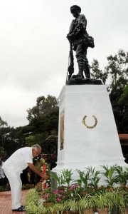 Chief Minister b S Yeddyurappa paying homage to solders statue in bangalore  on 16.12.2009