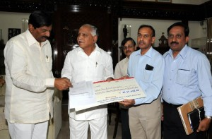 Cheque by Labour Minister B N Bachegowda to CM's calamity Relief Fund