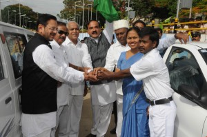 CM  Handing Over of Car Keys to Benificiery by BBMP