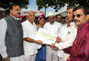 CM Gives Rs 50 Lakhs Cheque to Kidvai Hospital