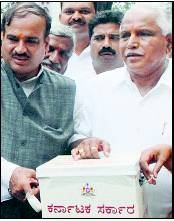 Yeddyurappa goes to the common man for help