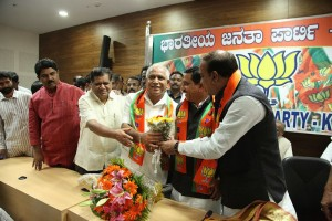 Shri B S Yeddyurappa taking membership of BJP in State Office on 9.1.2014