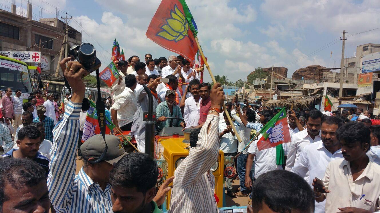 BSY in Raitha Chaitanya Yatra at Badami.