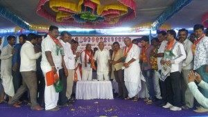 BSY Addressed farmers at Kustagi Taluk of Raichur Dist, also welcomed Former MLA Sri Sharanappa to BJP
