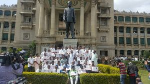 Protest in front of Vidhana Soudha demanding resignation of KJ George over suicide of DySP