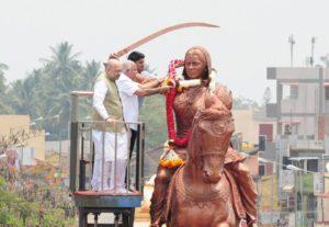 ಕಿತ್ತೂರಿಗೆ ಭೇಟಿ ನೀಡಿ, ವೀರರಾಣಿ ಚೆನ್ನಮ್ಮನವರ ಪ್ರತಿಮೆಗೆ ಮಾಲಾರ್ಪಣೆ